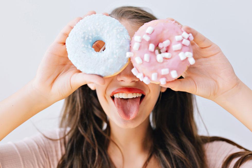כמה מחקרים הראו שתזונה עתירת סוכר יכולה להשפיע על לחץ הדם כבר בתוך שבועיים, וחלקם אפילו הצביעו על עלייה בתוך 24 שעות, שהייתה גבוהה פי שניים מזו שנצפתה עם צריכה מוגברת של נתרן  (צילום: Shutterstock)