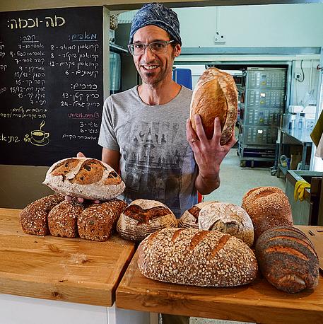 הרבה אהבה ללחם. מאפיית שלום עלחם
