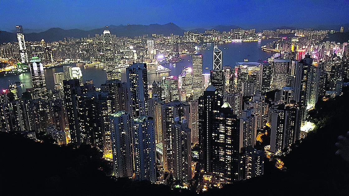 הונג-קונג בלילה. תצפית מפסגת ויקטוריה