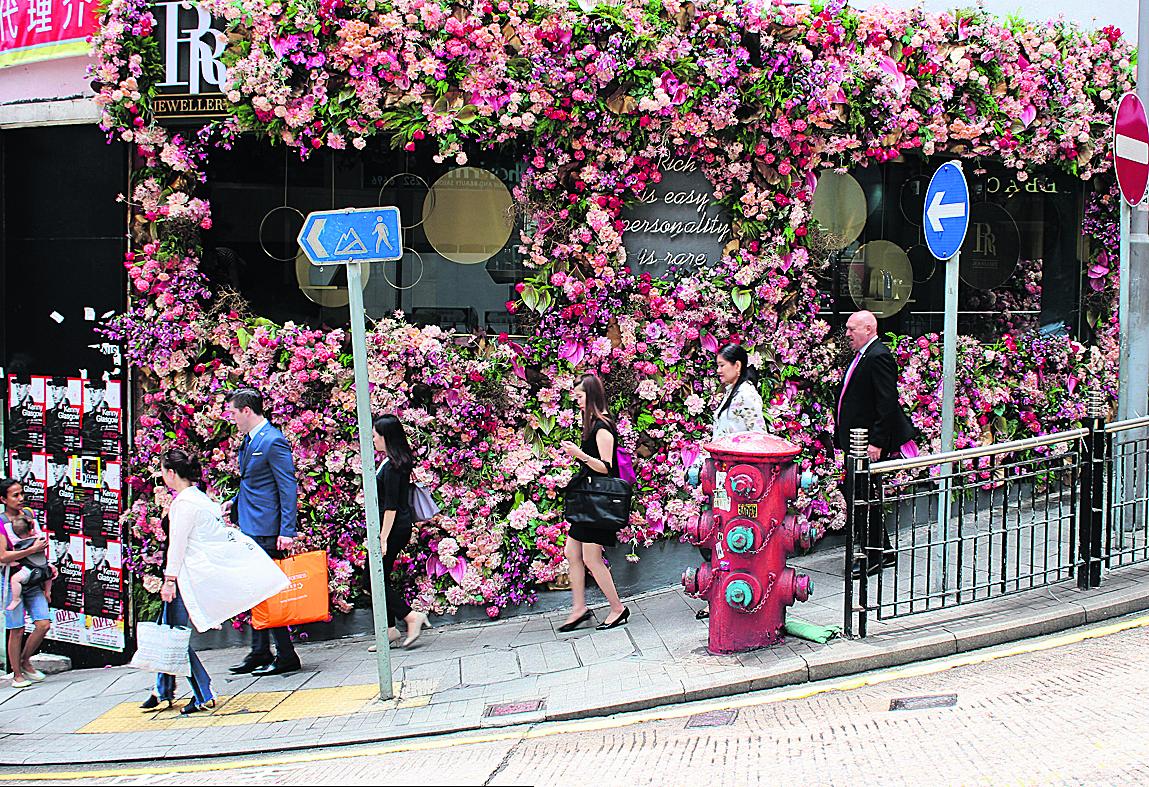 פינת רחוב ברובע העסקים של הונג-קונג