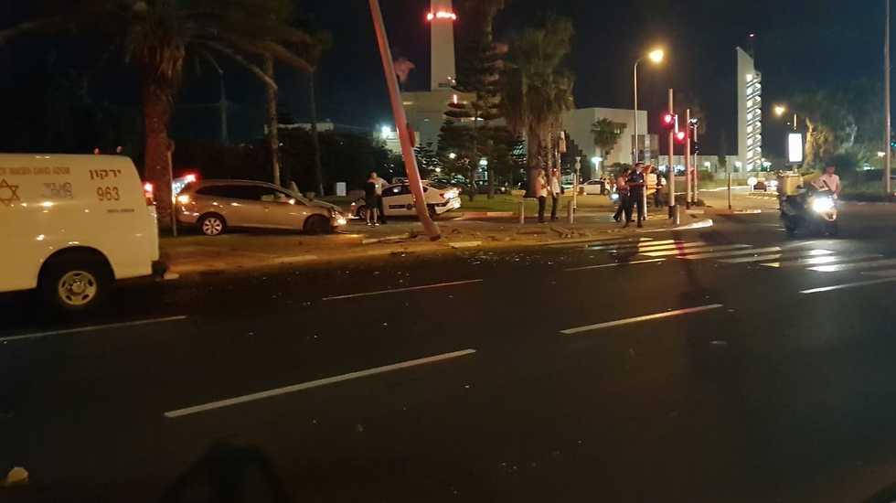זירת התאונה ברחוב רחבעם זאבי בתל אביב (צילום: תיעוד מבצעי מד