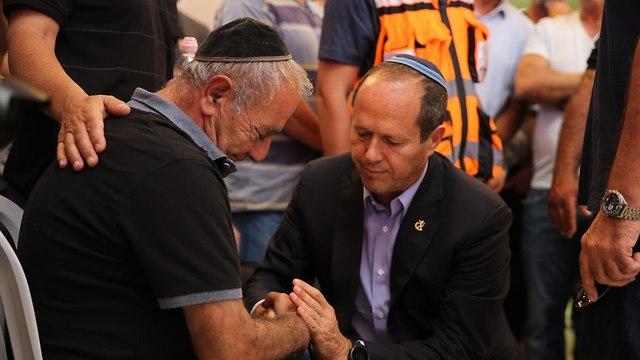 Mayor Nir Barkat attends the funeral (Photo: Amit Shabi)