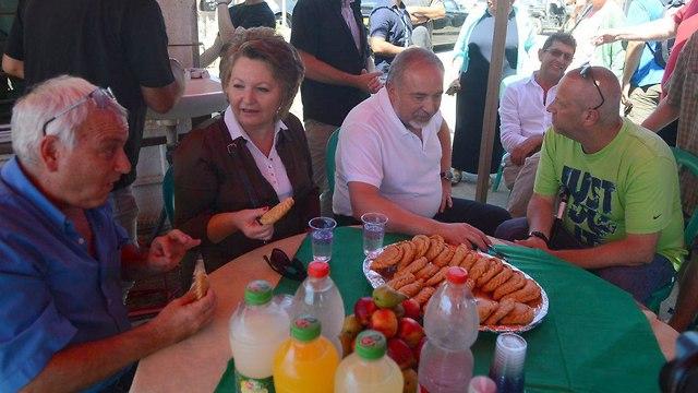 Lieberman visits Israeli communities on the Gaza border