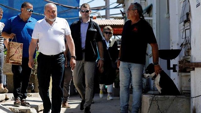Lieberman tours the south  (Photo: Reuters)