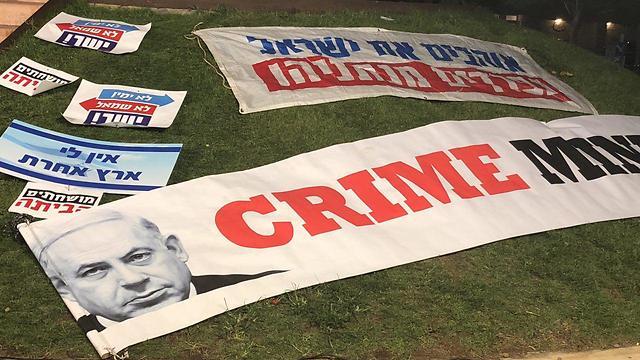 הפגנה נגד חוק הלאום בכיכר הבימה בתל אביב (צילום: מתן טורקיה)