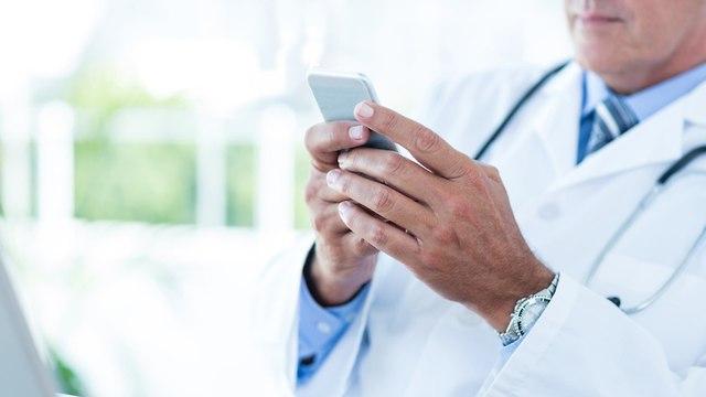 סלולר פלאפון רופא רופאים (צילום: shutterstock)