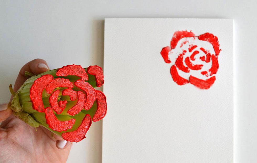 חותמת סלרי ליצירת פרחים (צילום: איתן ארדיטי)