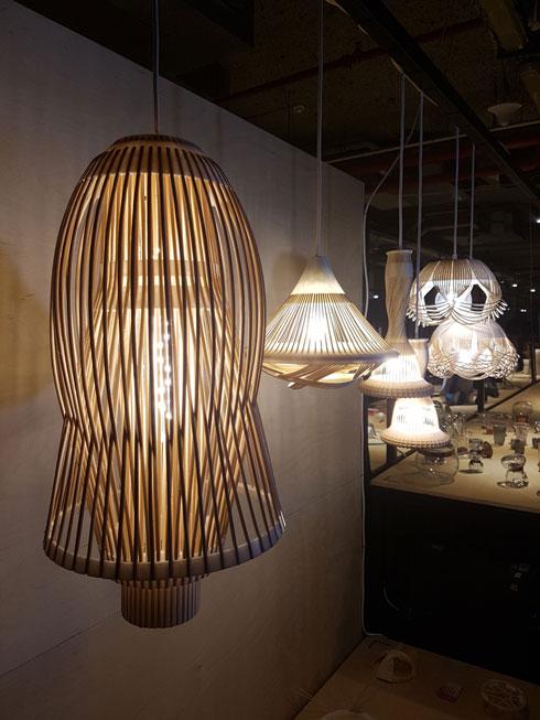 המנורות שהציגה כדי להדגים את השיטה שפיתחה (צילום: ענת ציגלמן)