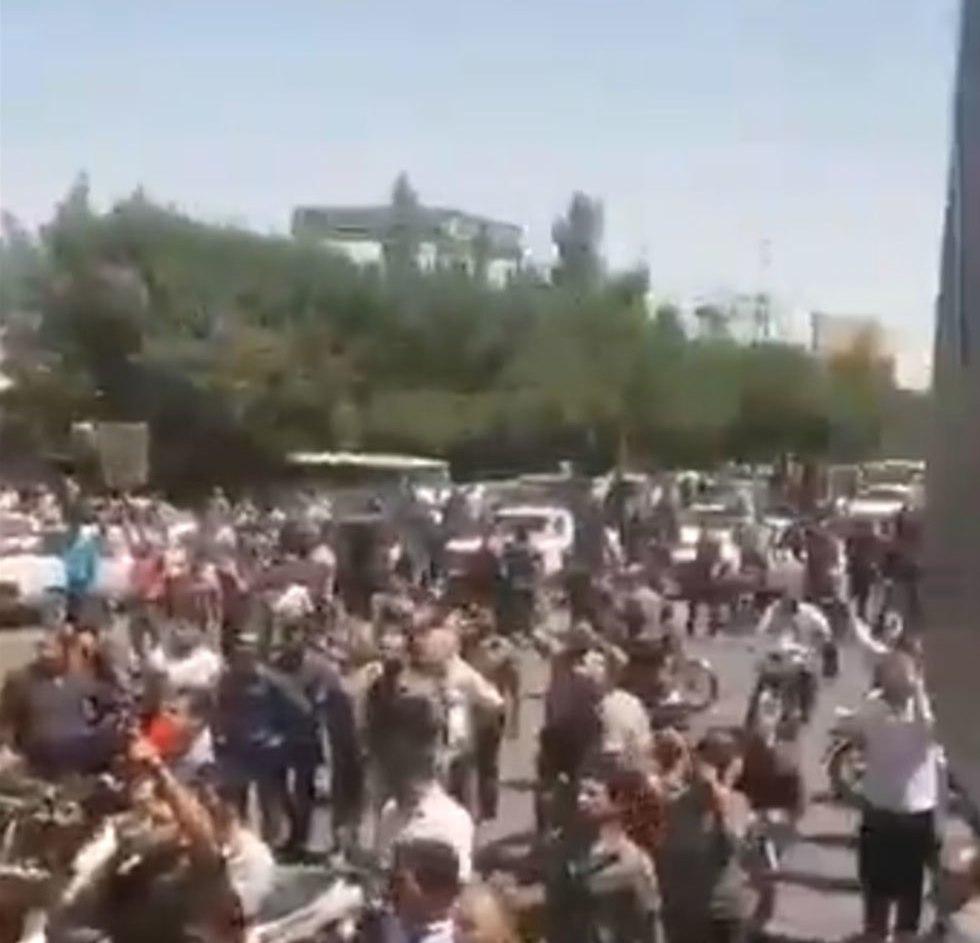 איראן הפגנות מחאה נגד המשטר ()