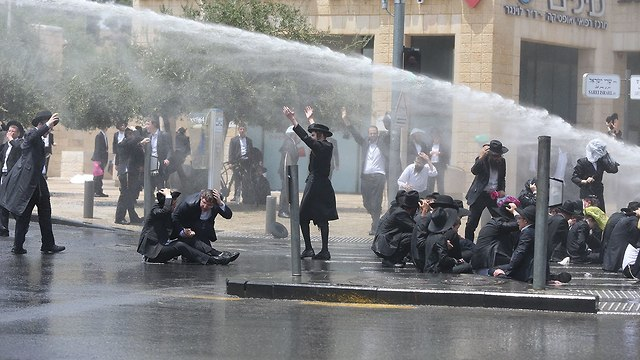 Haredim protest conscription in Jerusalem (Photo: Amit Shabi)