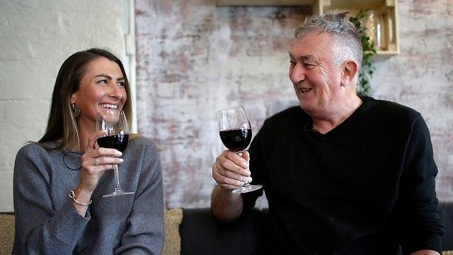 תרומת זרע אוסטרליה פיטר פיקוק ו בתו הביולוגית ג'יפסי דיימונד (צילום: AP)