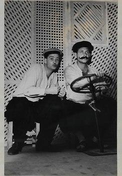 """מתוך ההצגה """"משלי ערב"""" בתיאטרון החמאם, 1961 עם אריק איינשטיין, אורי זוהר, רחל אטאס, עליזה רוזן (מתוך ארכיון חיים חפר, הספרייה הלאומית)"""