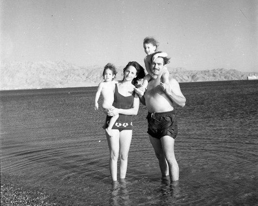 חוף אילת 1962 (מתוך אוסף ביתמונה, הספרייה הלאומית)