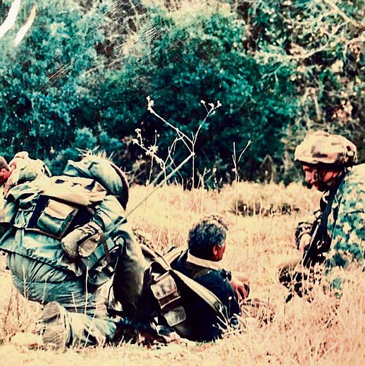 """כמפקד סיירת גולני (מימין) בפעילות בלבנון. """"גולני זה בדם"""""""