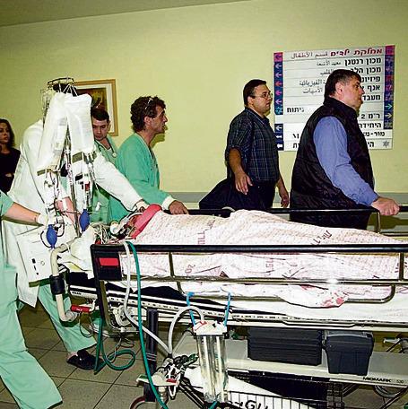 """מובהל לבית החולים אחרי התאונה. """"היום אני חושב פעמיים אם אני קופץ מארבעים ס""""מ"""""""