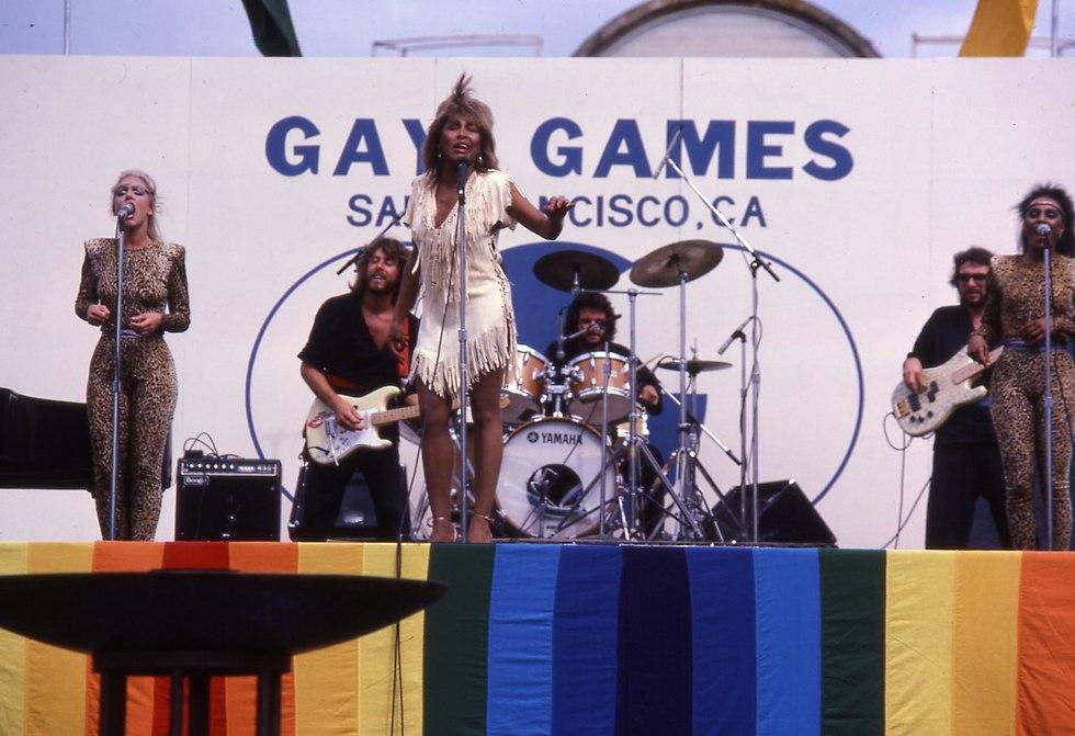 טינה טרנר בטקס הפתיחה של המשחקים הגאים ב-1982 (צילום: Gay Games Federation)