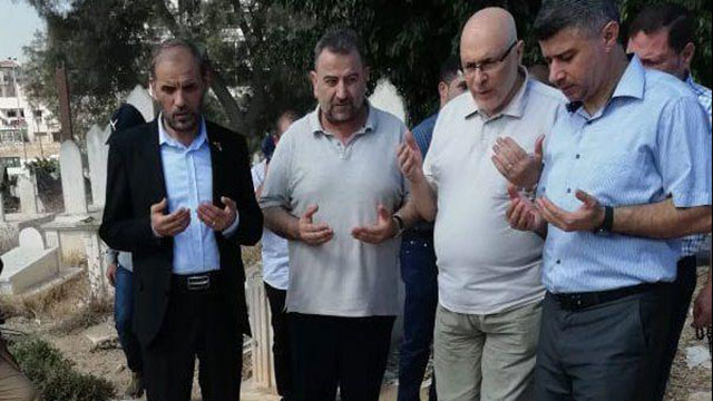 Hamas leadership at Sheikh Ahmed Yassin's grave