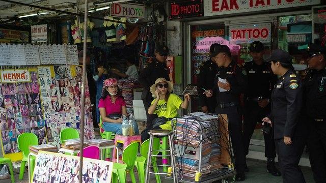 פינוי בסטות רוכלים קווסאן בנגקוק תאילנד תיירים (צילום: רויטרס)