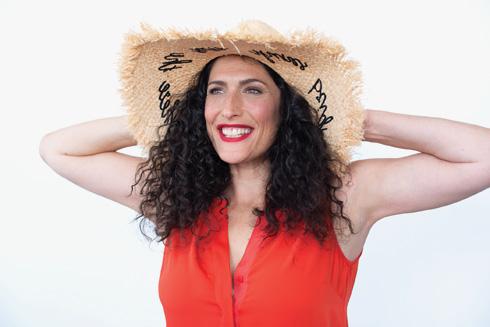 כובע, 60 שקל, H&M (צילום: עדו לביא, סטיילינג: תמי ארד־ברקאי)