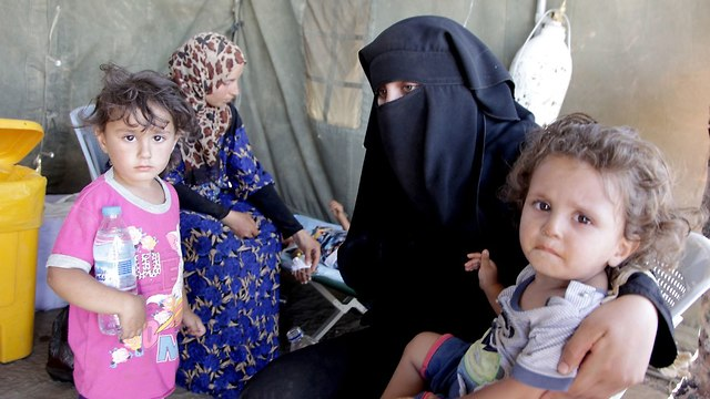 Syrian refugees in a Jordanian camp (Photos: EPA)