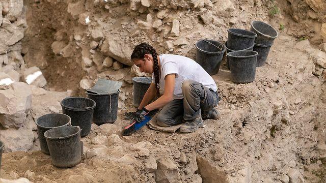 חפירות הארכיאולוגיות בחניון גבעתי בעיר דוד (צילום: אליהו ינאי, עיר דוד)