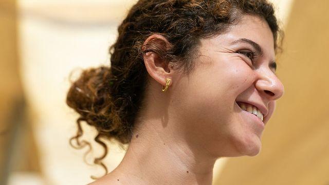 עגיל הזהב היה שייך לאישה או גבר מהמעמד הגבוה בירושלים בתקופה ההלניסטית (צילום: אליהו ינאי, עיר דוד)
