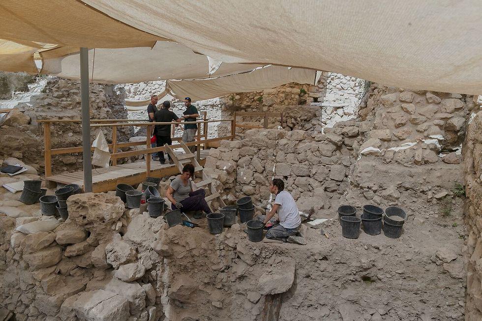 החפירות הארכיאולוגיות בחניון גבעתי בעיר דוד (צילום: אליהו ינאי, עיר דוד)