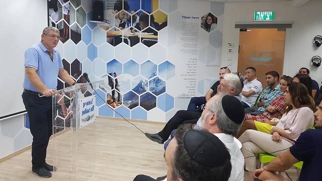 אליעזר שקדי במרכז דניאלי (צילום: