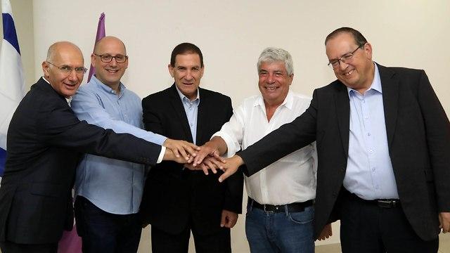הסכם בין סלקום וחברת החשמל לשותפות במיזם הסיבים האופטיים IBC (צילום: סיון פרג')