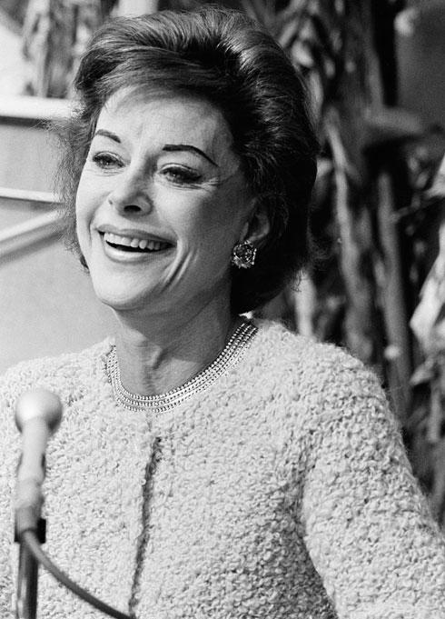 """""""היא עשתה ניתוחים פלסטיים רבים בחייה, כל ניתוח תיקן את הבעיה שיצר הקודם, עד שהיא כבר לא יכלה לצאת מהבית"""". בגיל 52 (צילום: AP)"""