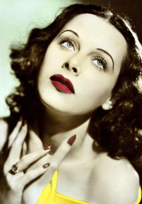 """""""קשה להתחמק מהמסקנה שלולא היא היתה כזאת שחקנית יפהפייה, ולולא היתה אוטו דידקטית, כנראה שהיו לוקחים אותה יותר ברצינות"""". לאמאר בגיל 24 (צילום: rex/asap creative)"""