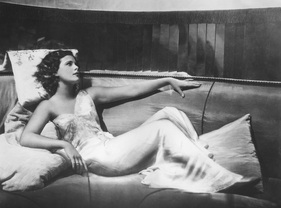 """היתה שבויה בדימוי """"האישה היפה ביותר בעולם"""". הדי לאמאר בגיל 18 (צילום: rex/asap creative)"""