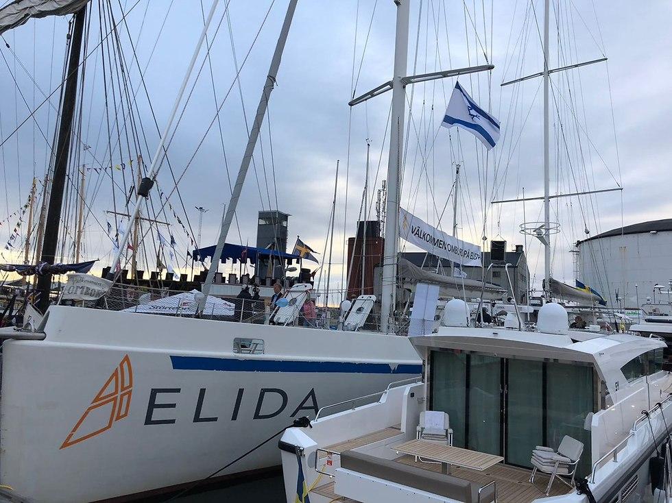 The Elida flying the Israeli flag (Photo: Stefan Abrahamsson)