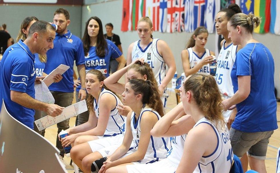 נבחרת נערות ישראל כדורסל נשים  (צילום: פיב
