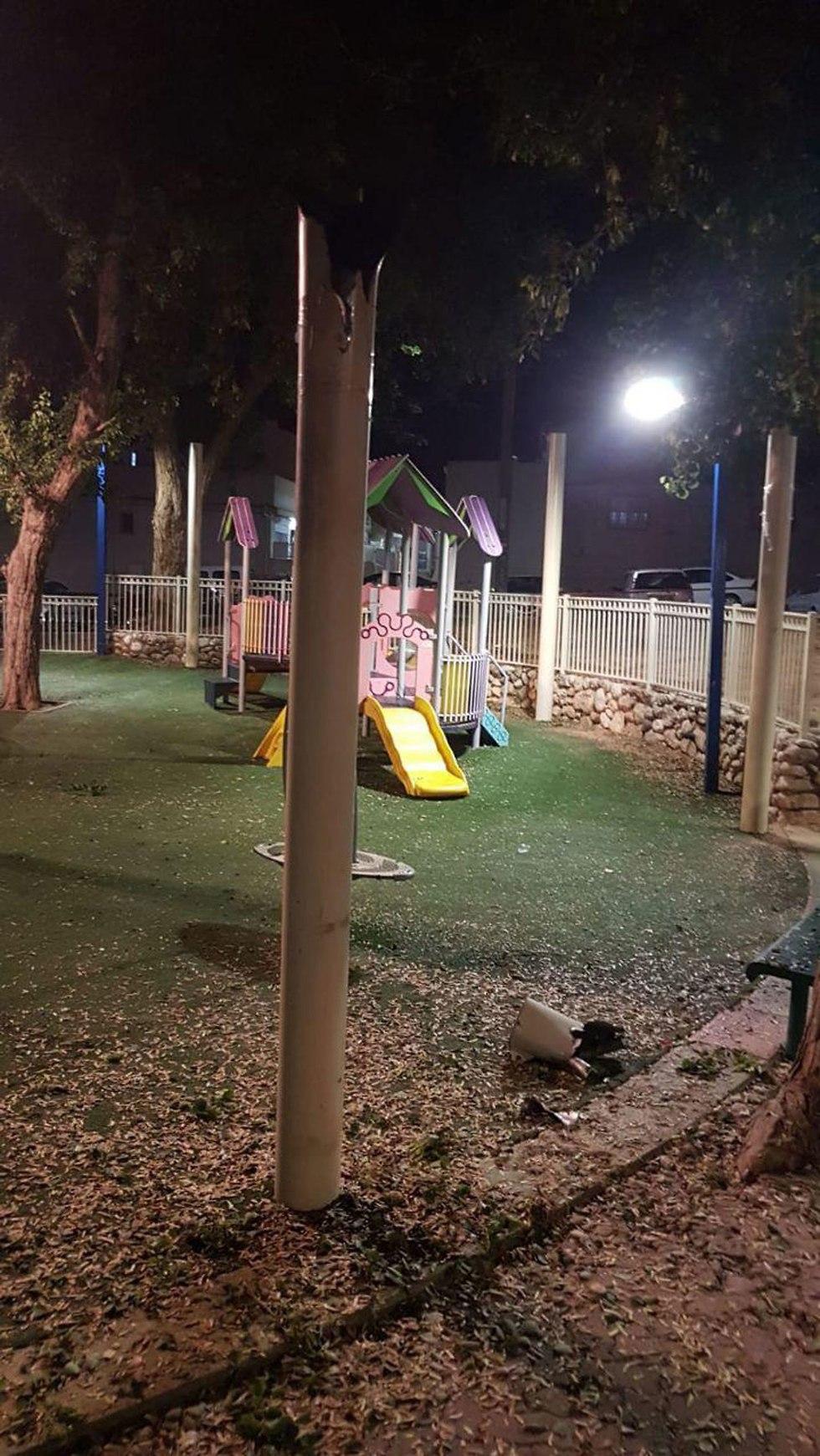 רקטה פגעה בגן משחקים ()