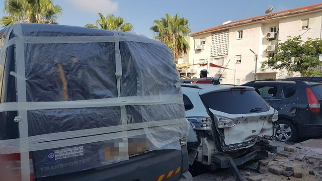 Damage in Sderot following rocket fire (Photo: Avihai Marciano)