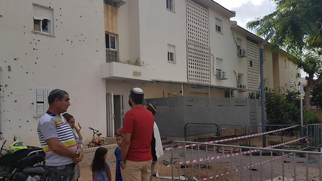 Damage in Sderot following rocket fire (Photo: Radio Darom)