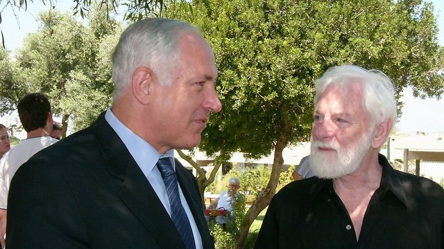 Avnery with PM Netanyahu (Photo: Yedioth Ahronoth archive)
