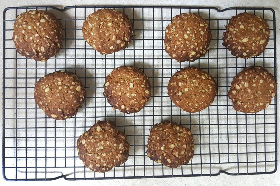 עוגיות שיבולת שועל קריספיות וטבעוניות (צילום: מירי צדוק)