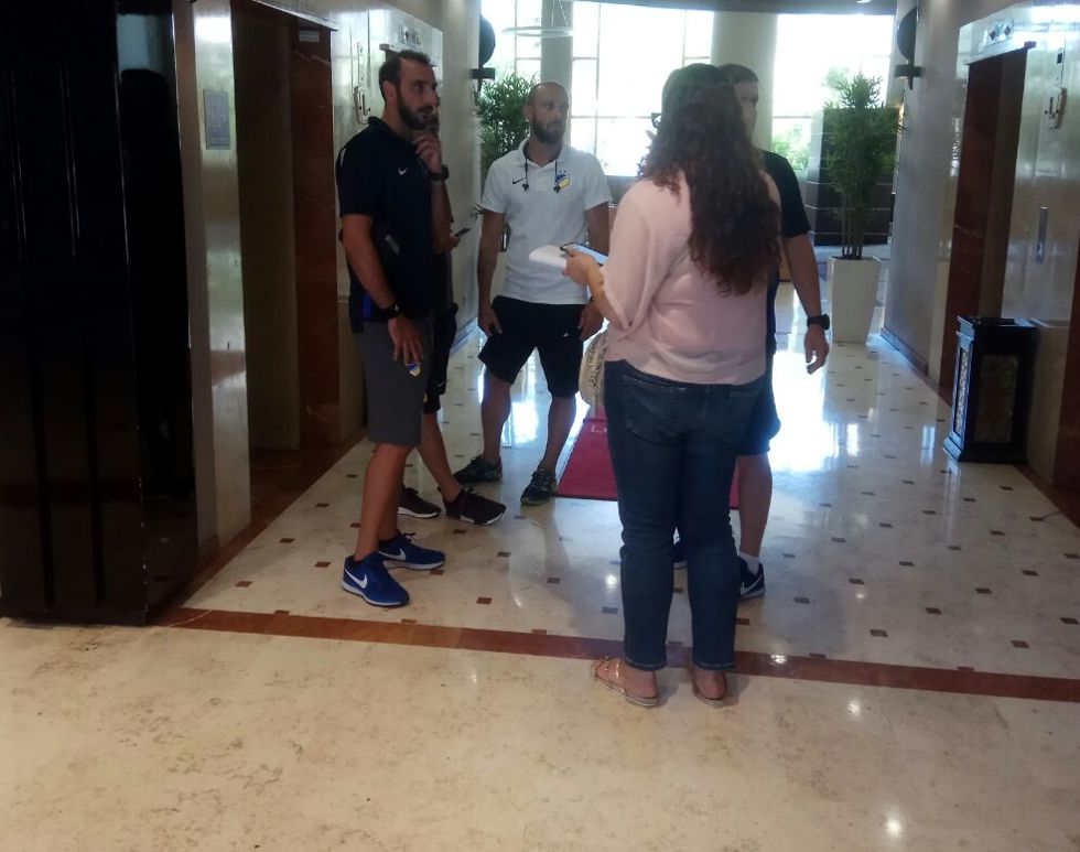 אנשי אפואל ניקוסיה במלון בב