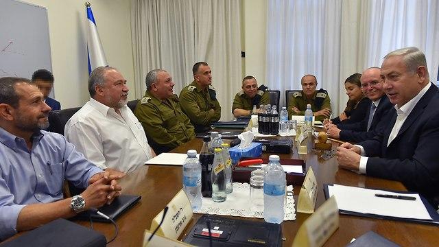 Une réunion de sécurité à Kirya (Photo: Ariel Hermoni)
