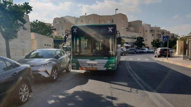 אוטובוס חוסם נתיב תחבורה בירושלים (מתוך דף הפייסבוק חנית כמו...)