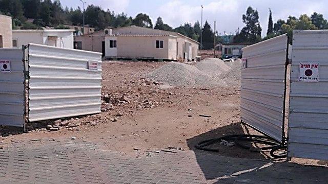 Караванный городок на месте детской площадки в Ариэле