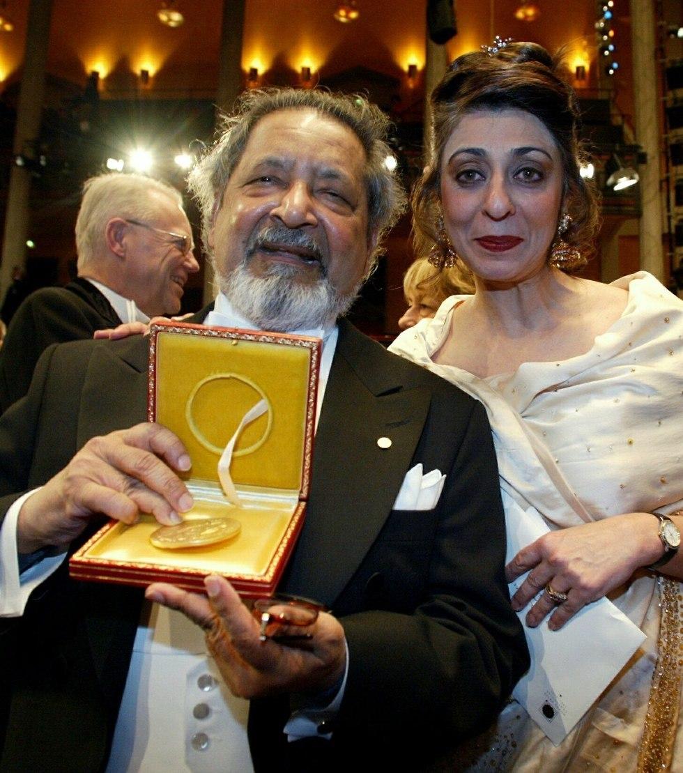 V.S. Naipaul ואישתו (צילום: AP)