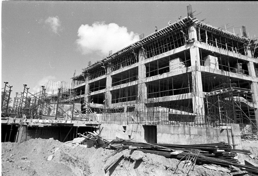 בניית התחנה המרכזית החדשה בתל אביב - 1970 (צילום: דוד רובינגר)