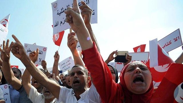 הפגנות ברחבי תוניסיה (צילום: EPA)