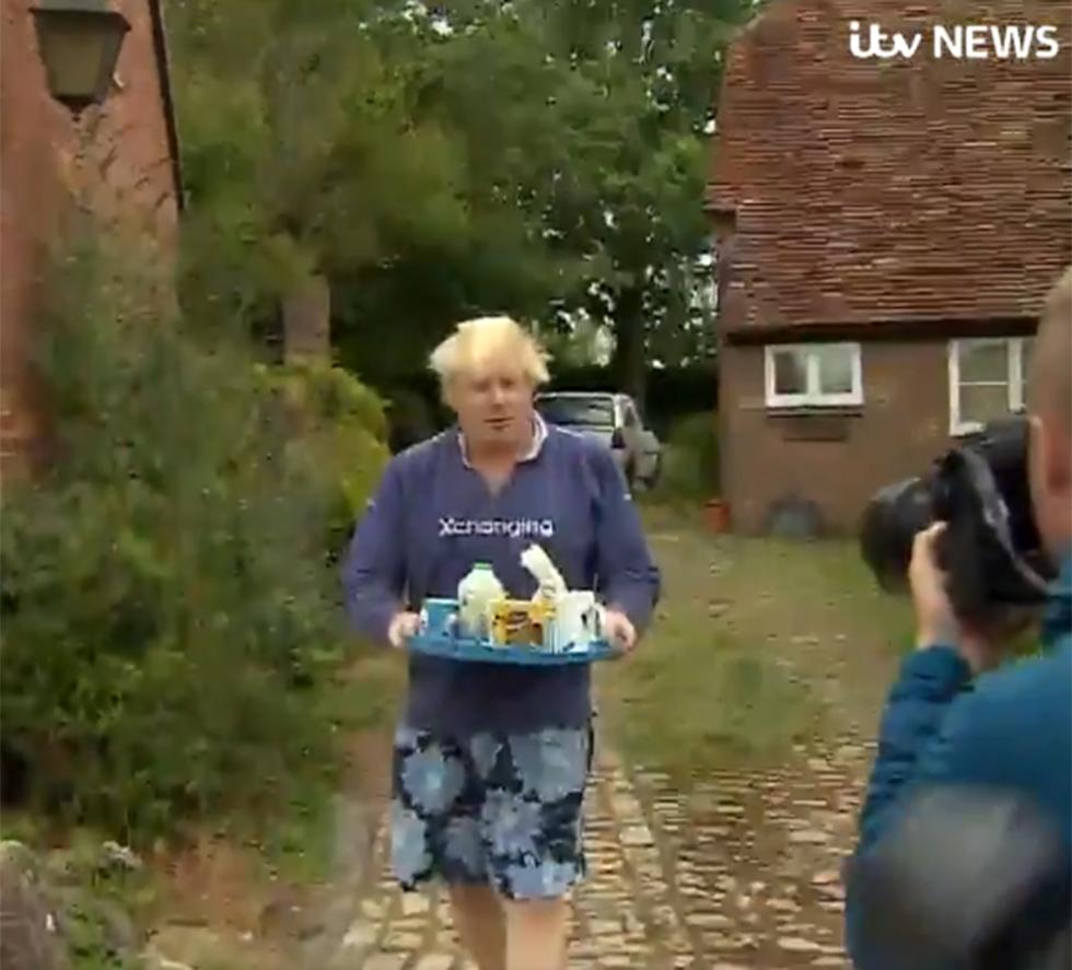 בריטניה שר החוץ לשעבר בוריס ג'ונסון נשים בורקה מציע תה ()