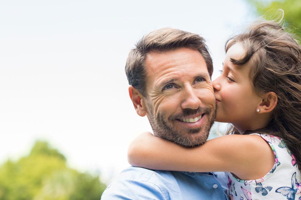 אבות שהמניע שלהם הוא כסף לא יסכימו לעסקאות. כך דווקא האבות שהמניע שלהם הוא לבלות עם הילדים - ייקחו את העסקה וישלמו סכום לא הוגן לפעמים (צילום: Shutterstock)