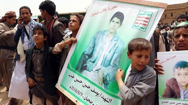 הלוויות הילדים שנהרגו באוטובוס בהפצצה של סעודיה סעדה תימן (צילום: רויטרס)