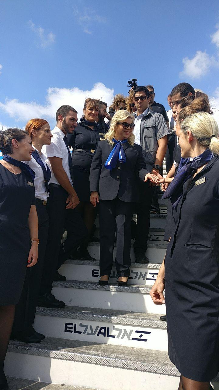 שרה נתניהו במטוס אל על  (צילום: דניאל סלאמה)